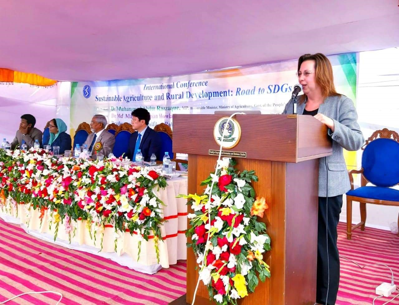 Karen Vines - Keynote to Bangladesh Agricultural Extension Society